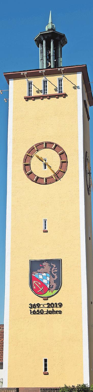 Gerüstet fürs Festjahr: Wasserturm mit neuem Wappen.FOTO: RUTTINGER/FREI