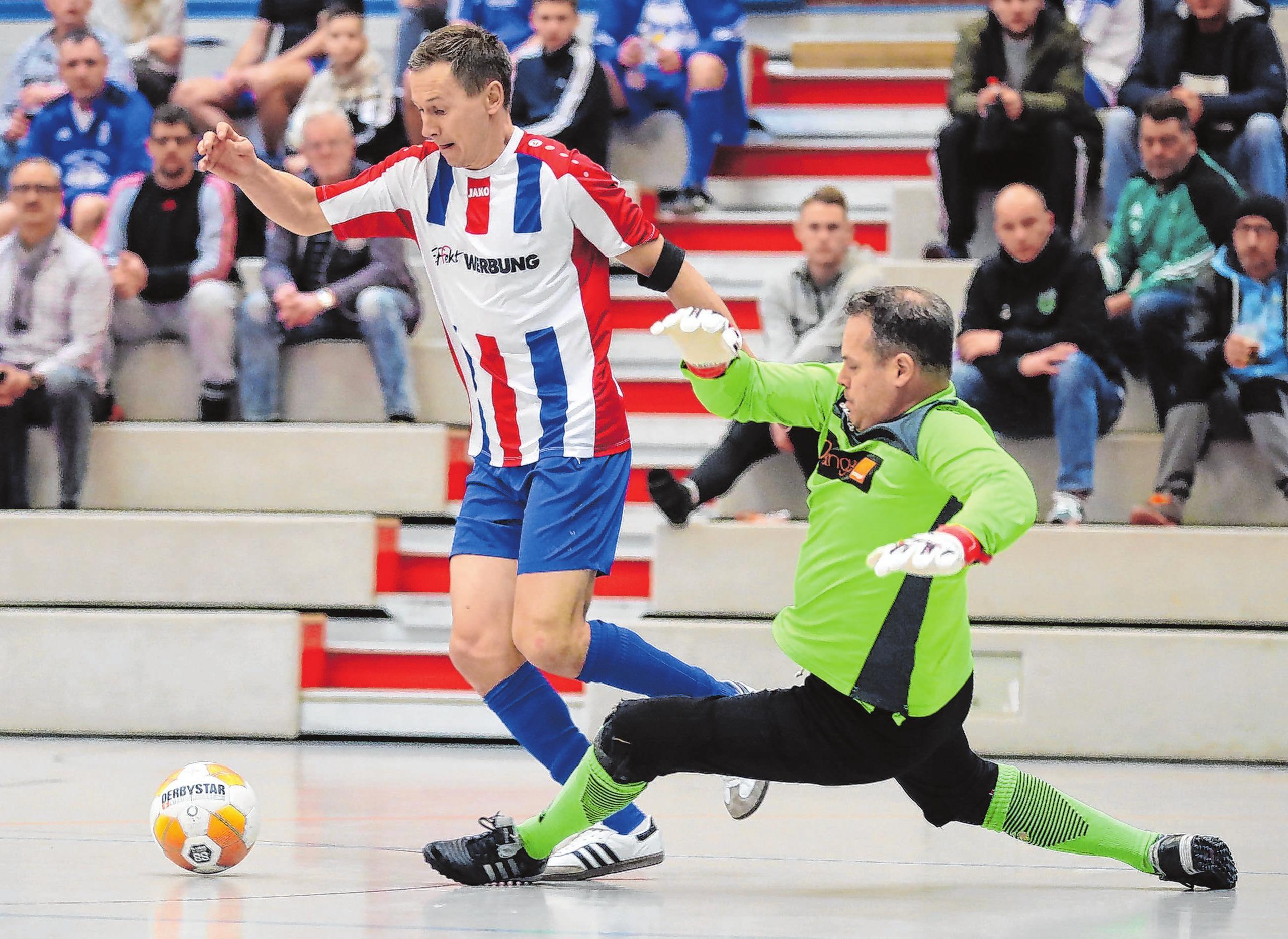 Ein Ü-35-Hallenchampionat wurde gespielt (hier Gramzow gegen City Schwedt). Meister wurde der FC Schwedt.
