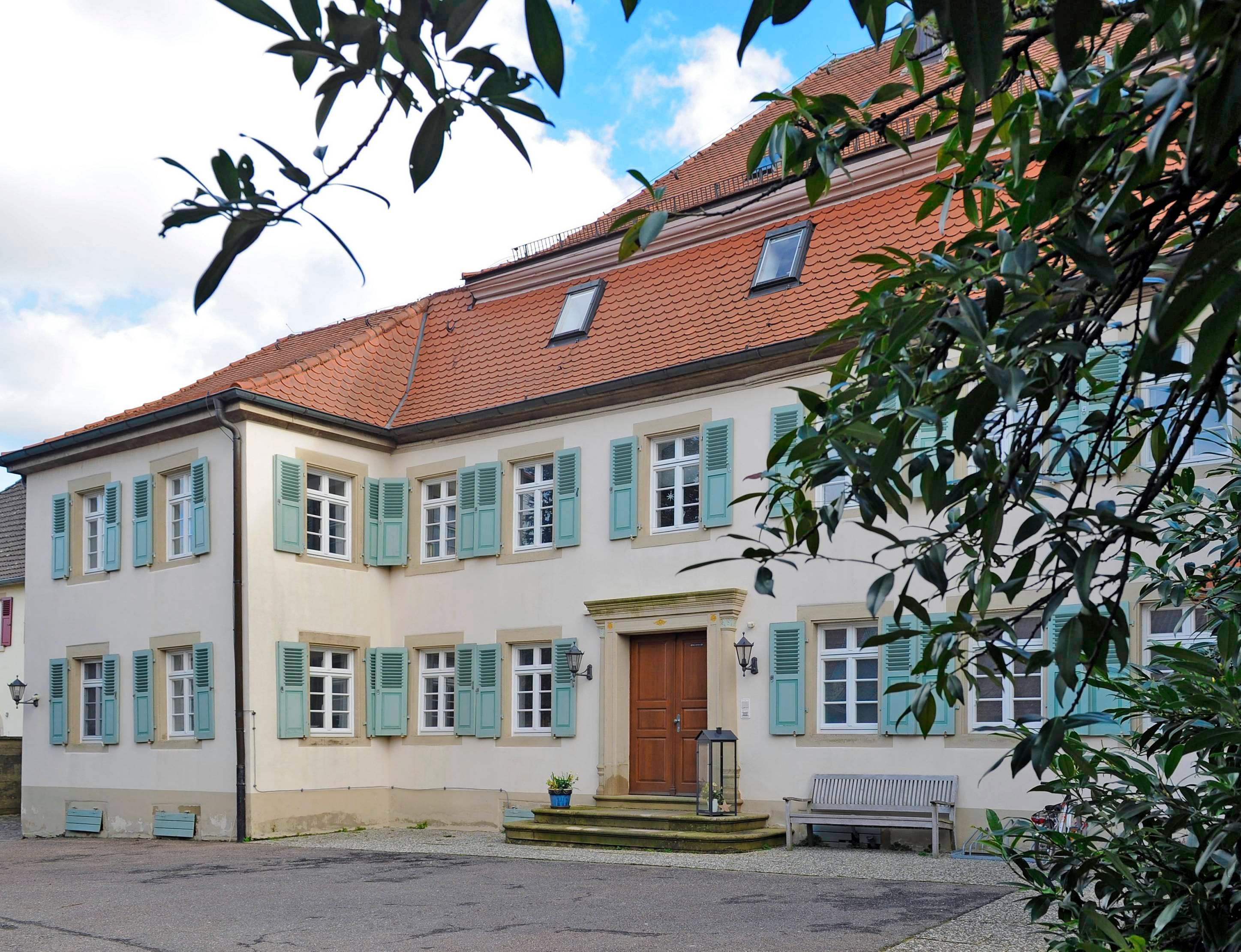 Die Grafen von Wiser – jahrhundertelang die Ortsherren – ließen den Hirschhorner Hof im 18. Jahrhundert zum standesgemäßen Schloss umbauen. Foto: Archiv/Mugler