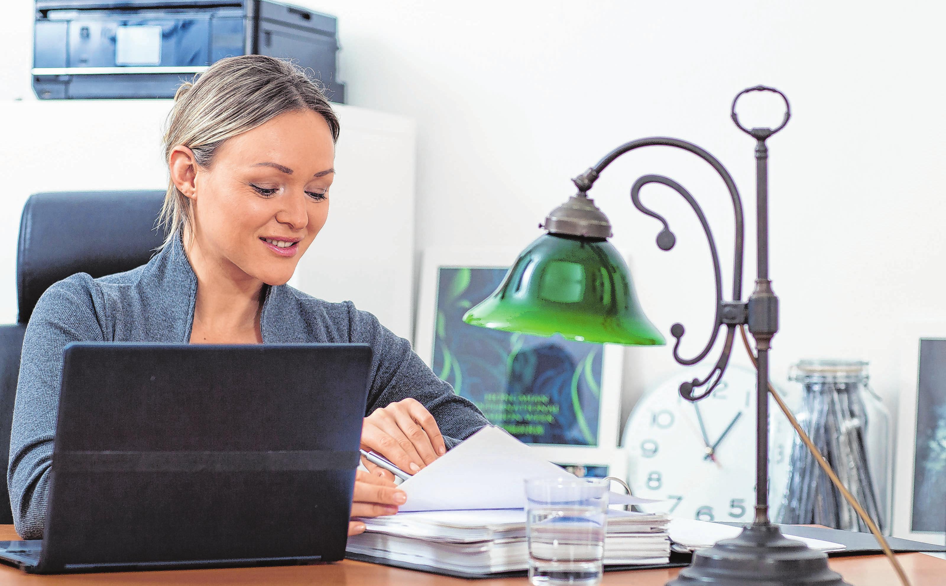 Mit Sofa und TV-Gerät: Eine Arbeitsecke im Wohnzimmer können Beschäftigte nicht steuerlich geltend machen. Foto: Christin Klose/dpa-mag