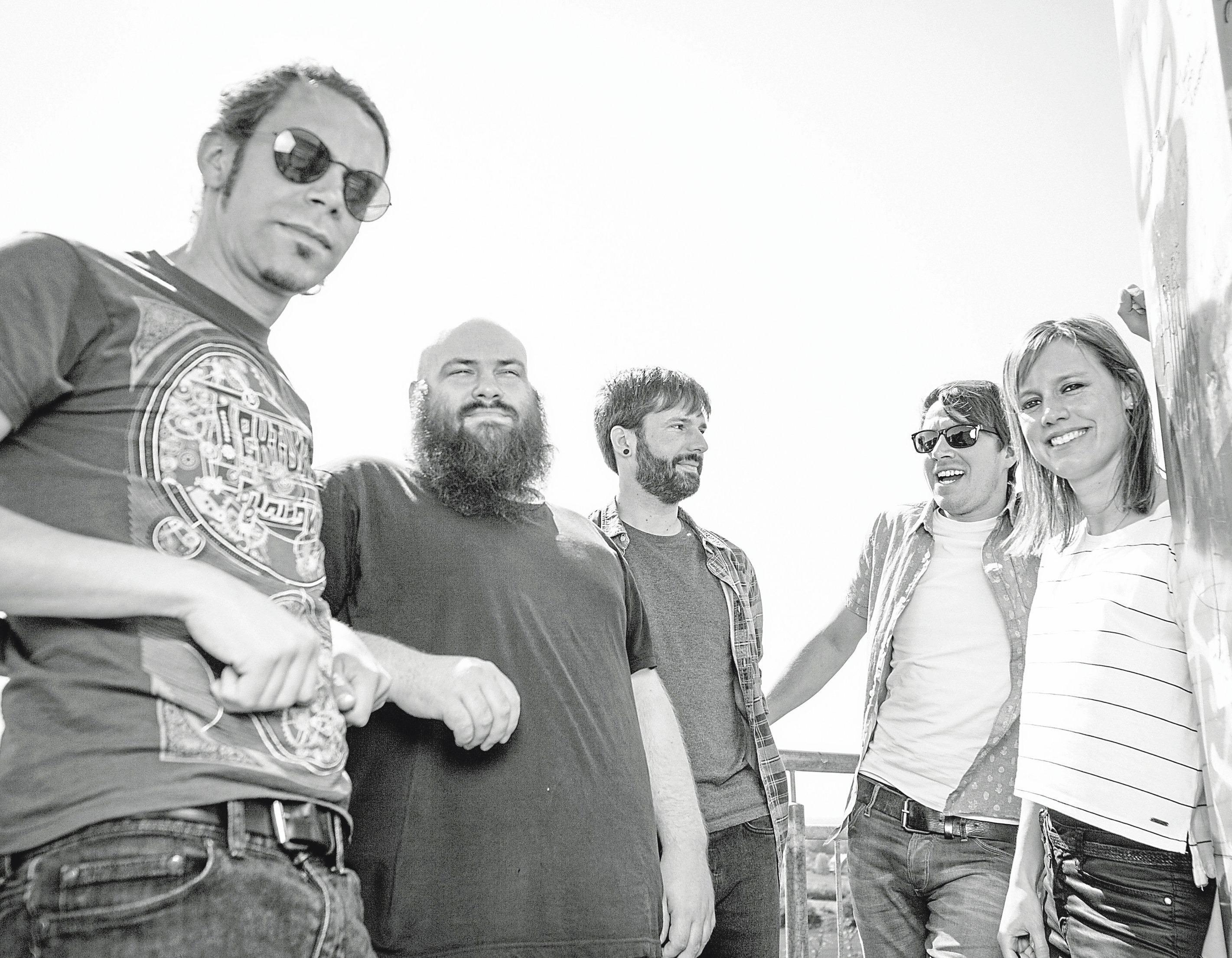 Elna spielen rockige deutschsprachige Songs. Foto: Matthias Höing