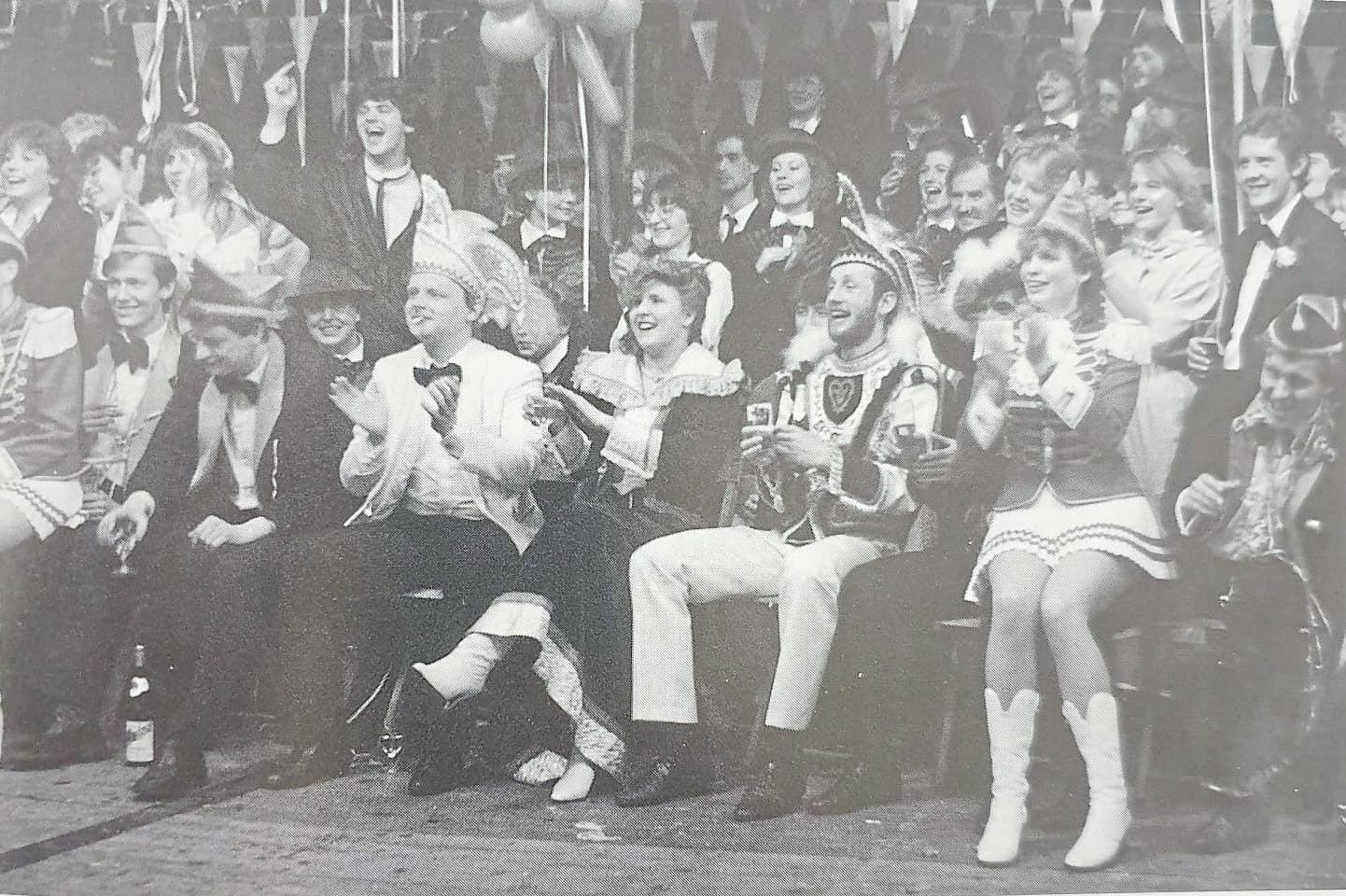 1985 nahmen Prinz und Präsident für den besseren Überblick kurzerhand im Publikum Platz.