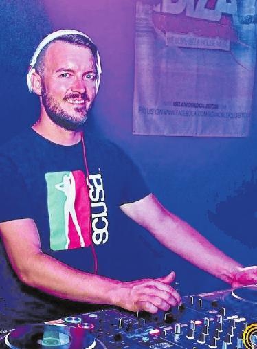 Christian Reimann, alias DJ ChrisR, bildet den Auftakt des zweiten statt-Strand Wochenendes in Ostheim vor der Rhön. FOTO: SL FOTOGRAFIE
