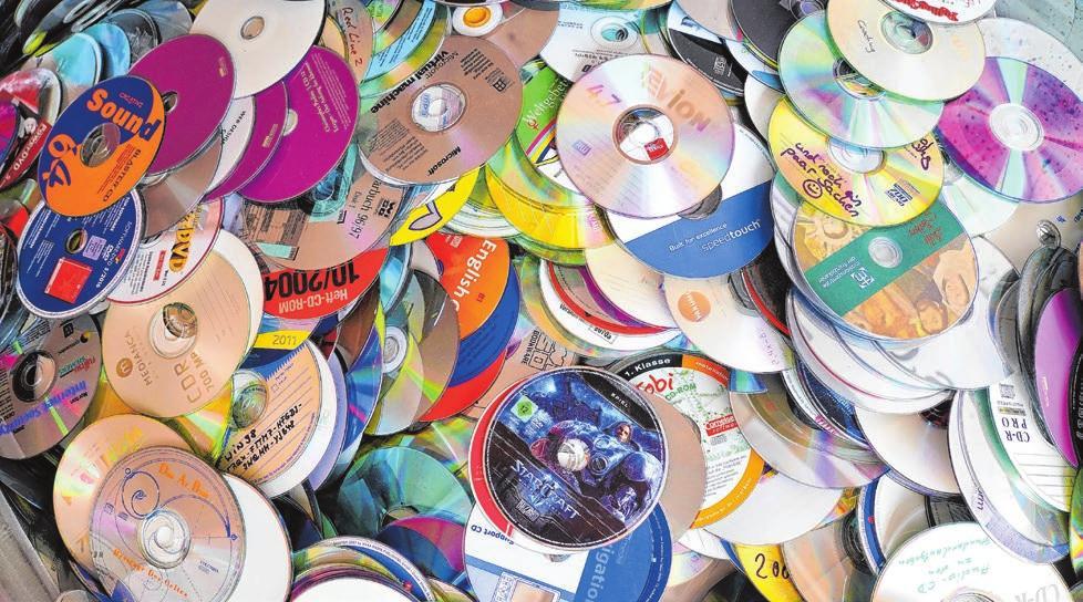 """""""… und noch ein paar Sachen"""" steht neben einem Smiley auf einer der vielen selbst gebrannten CDs"""