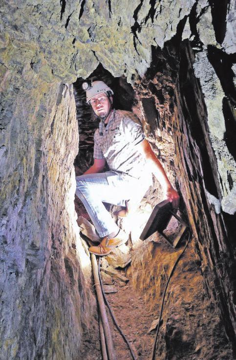 02 Der 35Jährige erforscht in seiner Freizeit die unbekannten, unterirdischen Gegebenheiten des Siegbergs. Foto: Markus Jung