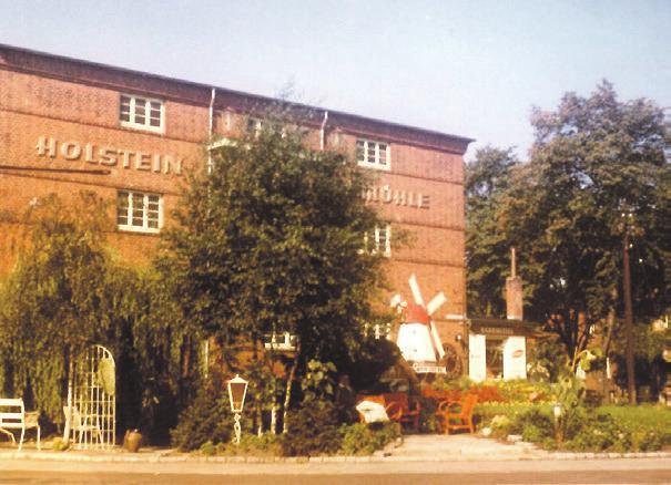 Das Bild des Kerngebäudes entstand in den 70er-Jahren. Fotos: Meyer's Mühle