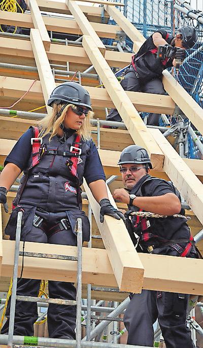 Sportlich, schwindelfrei und teamfähig: Das sollten die angehenden Dachdecker sein. FOTO: HF-REDAKTION/FREI