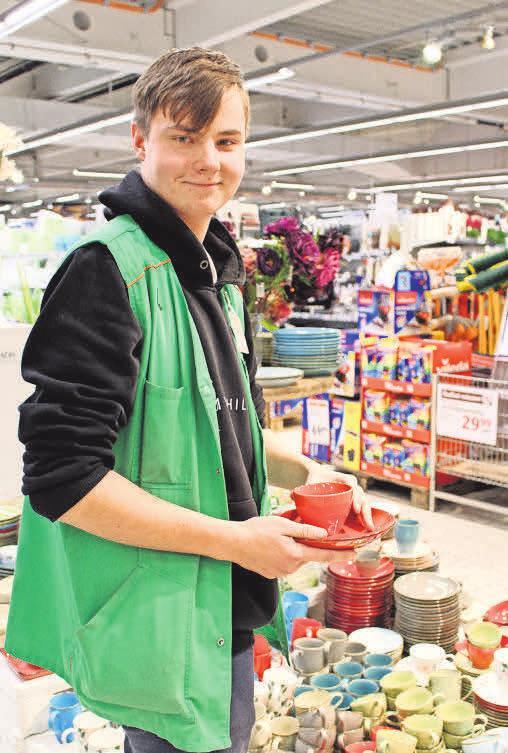 Lukas Buse, 2. Lehrjahr, Abteilung Glas, Porzellan, Haushaltswaren.