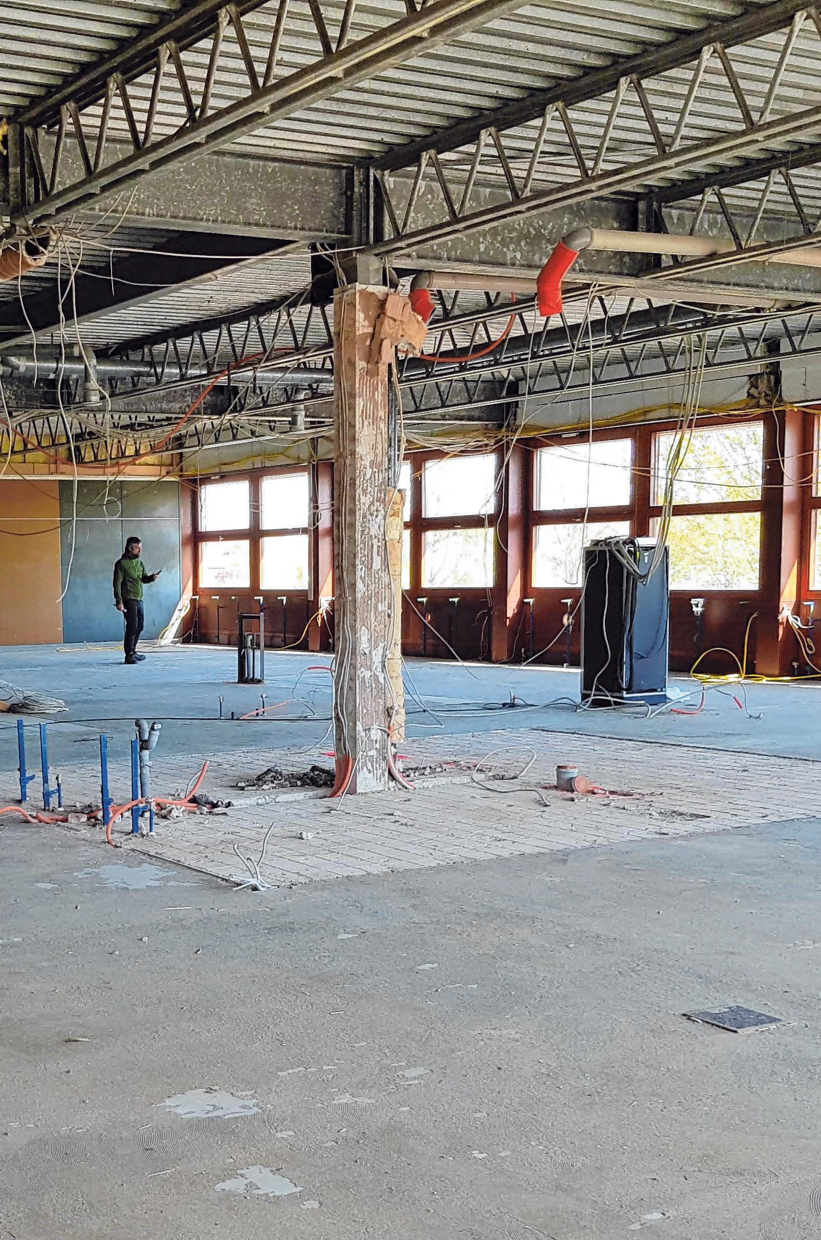 Sanierung Sechta-Ries-Schule Unterschneidheim. Blick in das neue Lehrerzimmer beziehungsweise in den Verwaltungsbereich