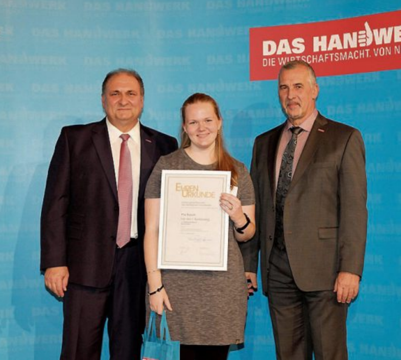 Pia Rasch, Deutschlands beste Buchbinderin, hat ihr Handwerk im Meisterbetrieb Matthias Raum in Römerstein gelernt.
