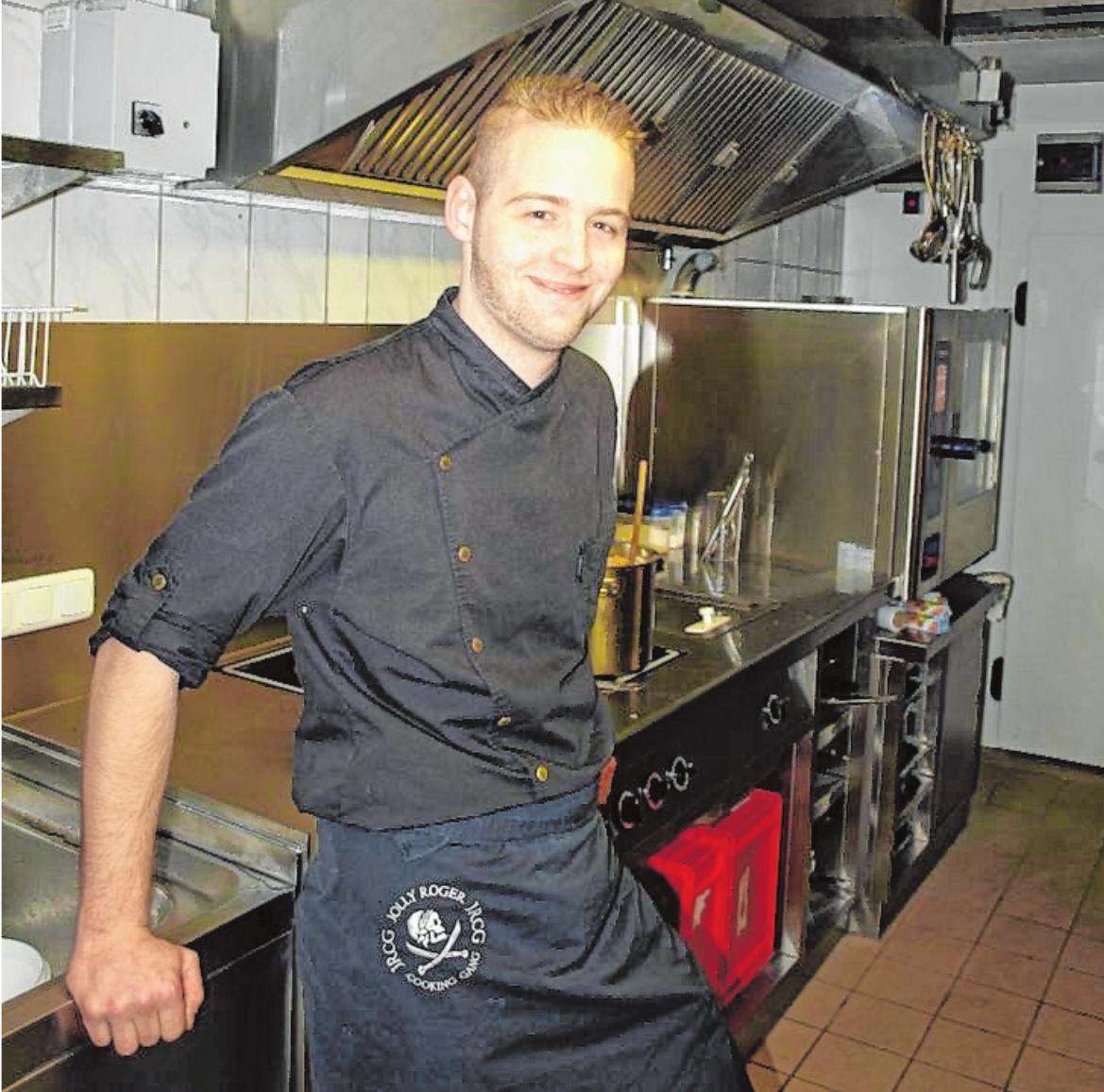 Lukas Rönninger hat sein Handwerk bei Spitzenköchen gelernt und setzt die Kenntnisse im 99er Kulinarium um.FOTO: CARMEN LECHNER