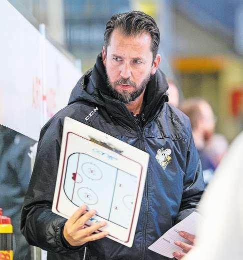 Lars Leuenberger gibt den Spielern Anweisungen. Bild: Schumacher/freshfocus