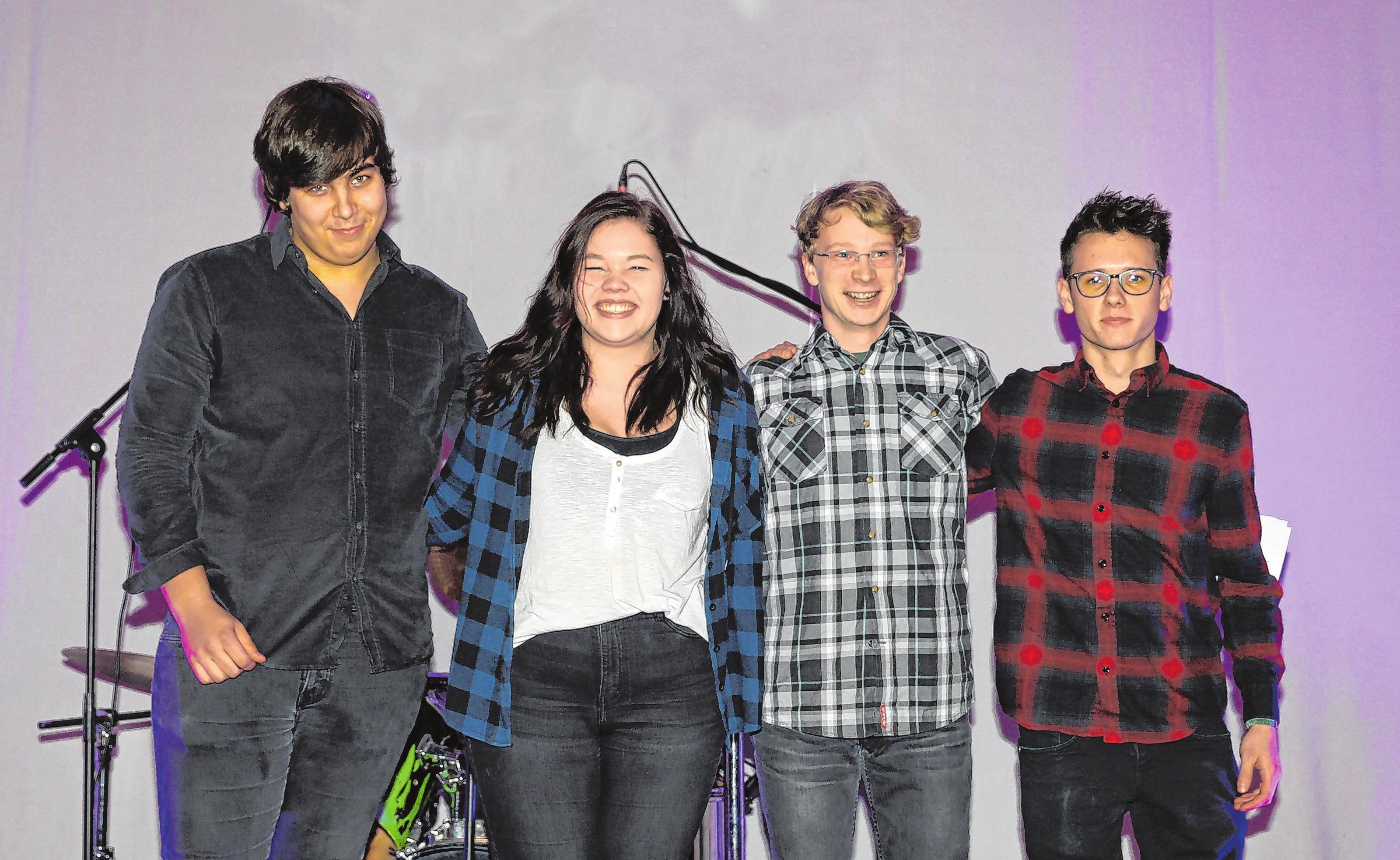 Rathenower Band Trip-T mit Gast-Sängerin Josie Wilke eröffnen das Programm auf der Jugendbühne am August-Bebel-Platz.