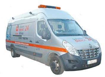 """Mit der Firma """"Schadendienst24 Ahlen"""" kann Andreas Wilinski auch im Notfall, wie bei einem Rohrbruch oder einem vollgelaufenen Keller, helfen. Foto: Silke Diecksmeier"""