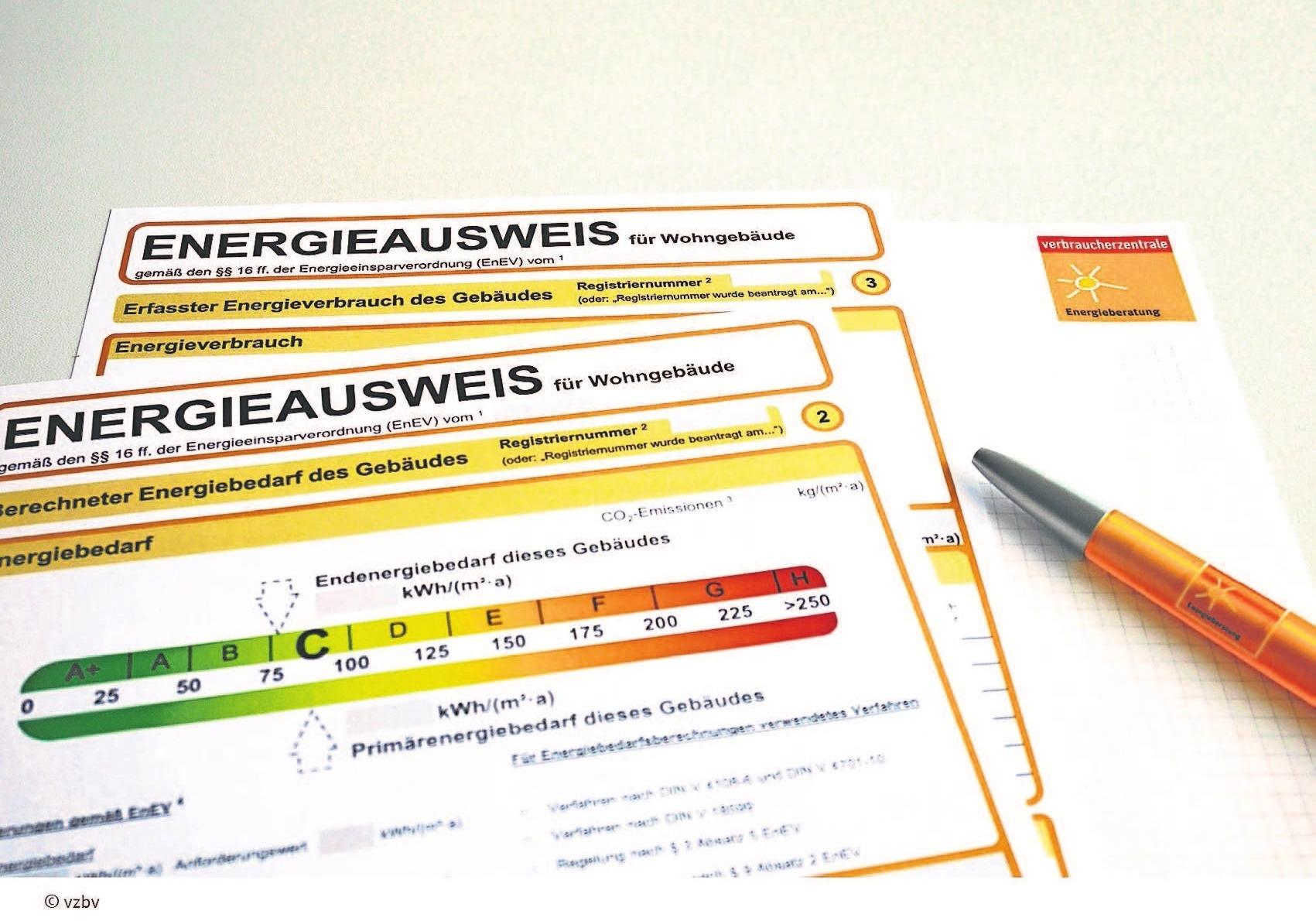 Energieausweise sind in der Regel zehn Jahre gültig. Das Fachhandwerk und die Klimaschutzmanager im Landratsamt Hof sowie die Energieberater beraten gern zu diesem Thema. Foto: vbz/akz-d