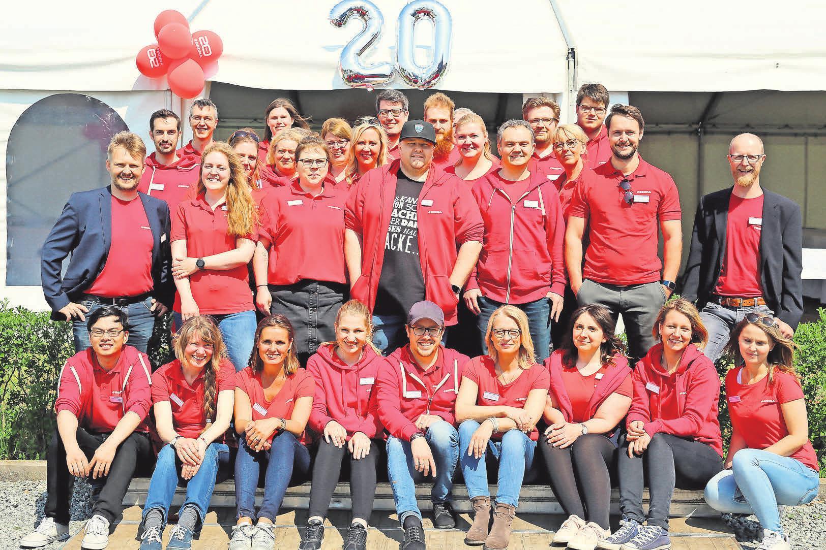 Das Secra-Team freut sich über die vielen Glückwünsche zur Jubiläumsfeier