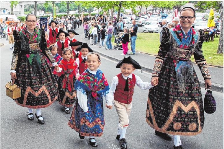 Die Kleinen tragen die Tracht mit Begeisterung und sind immer gerne bei den Festzügen dabei.