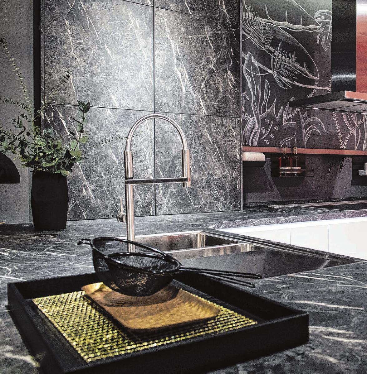 Schwarz ist eine der Küchentrendfarben des Jahres.Foto: Franziska Gabbert/dpa