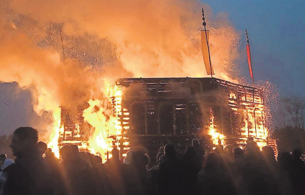 In Trechwitz werden mit die imposantesten Osterfeuer entfacht. Vergangenes Jahr brannte das Kolosseum. FOTO: JULIAN STÄHLE