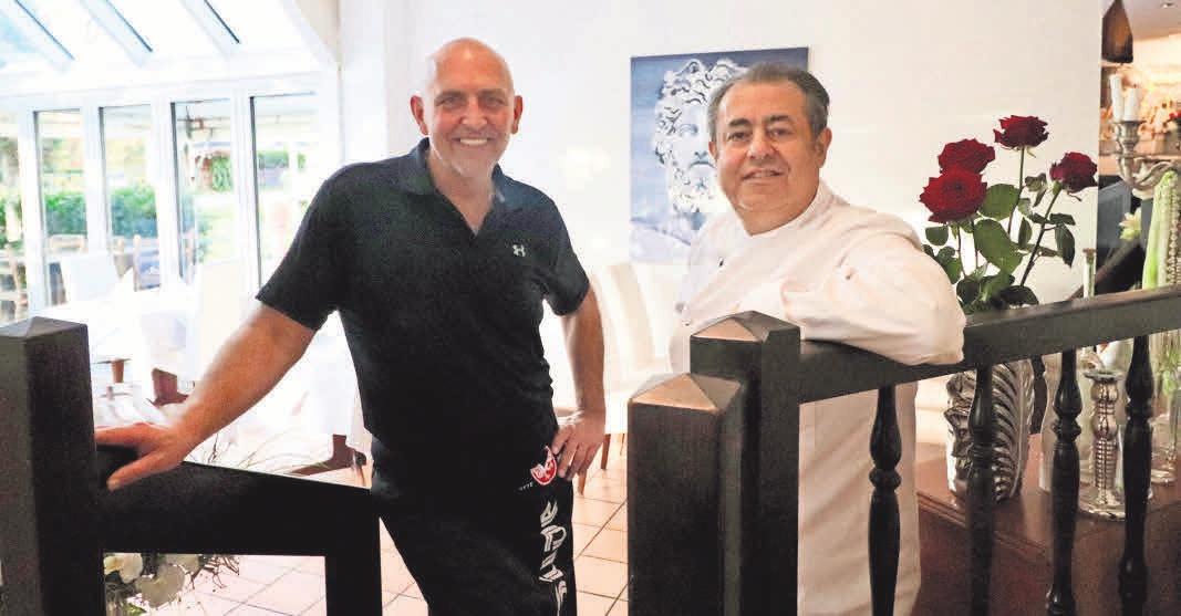 Ralf Kootsch und Saki tischen den Gästen im Restaurant Zeus authentische griechische Speisen auf. Zum Fest stehen aber auch Gans und Ente auf der Karte.