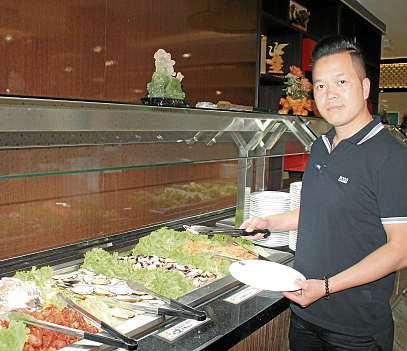 Geschäftsführer Thanh Tam Nguyen bietet in seinem Restaurant köstliche Spezialitäten aus Meer und Süßwasser an. FOTO: KIB