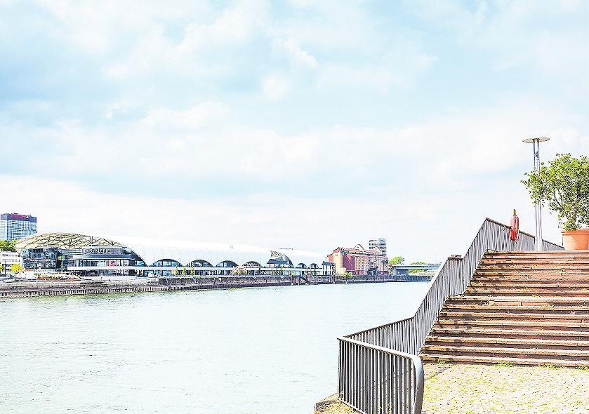 Shoppen am Zollhafen der Stadt: Die Rhein-Galerie gilt als eines der zentralen Projekte der Innenstadtplanung.FOTO: KLAUS HECKE/FREI