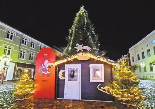 Die Weihnachtsmannhütte mit Wunschzettel-Postfach ist auf dem Oldesloer Marktplatz zu finden.