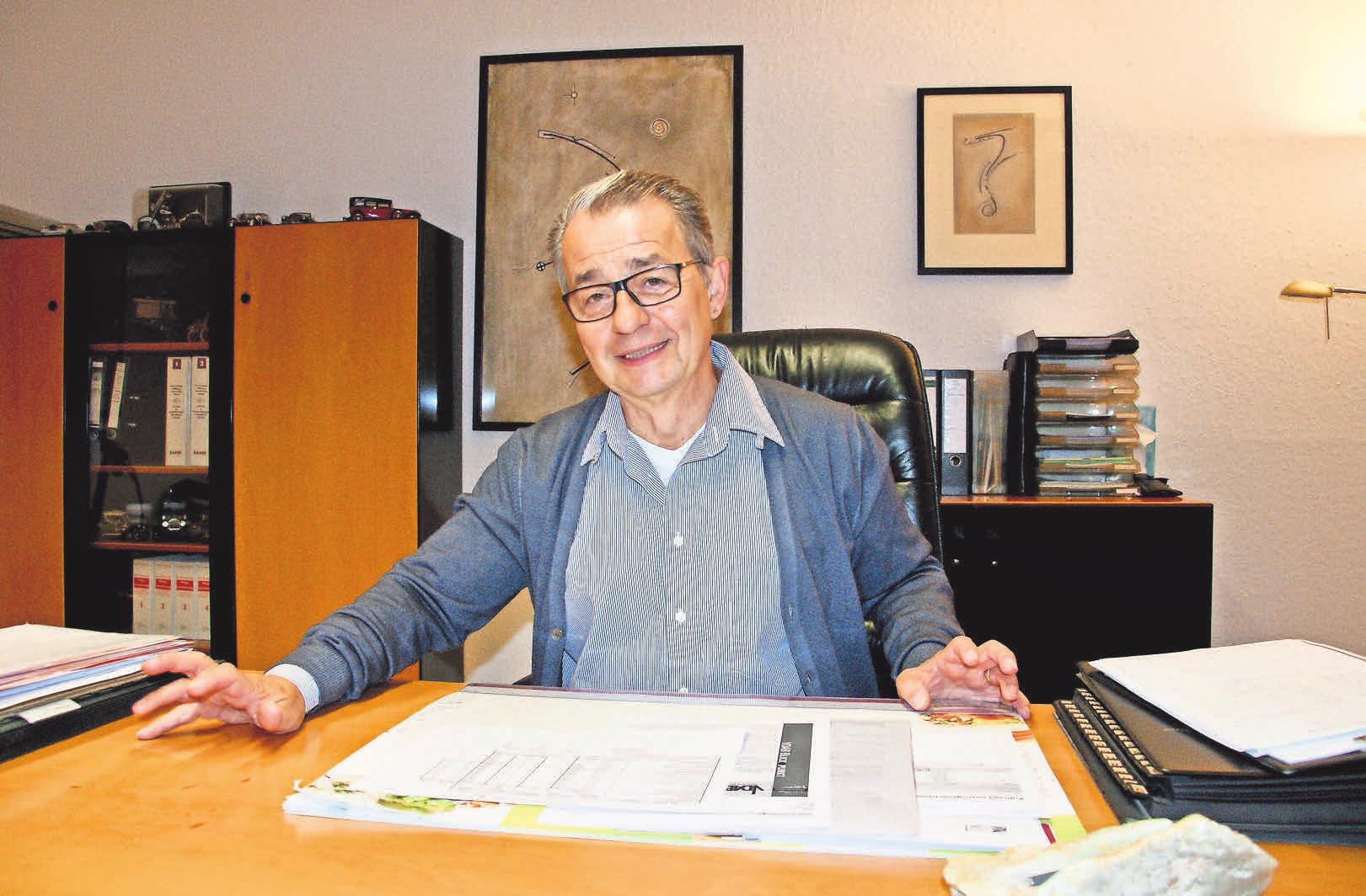 ASK-Geschäftsführer Oskar E. Grünberger versucht vergeblich, dem Fachkräftemangel in der Pflege entgegenzuwirken und faire Gehälter zu zahlen.