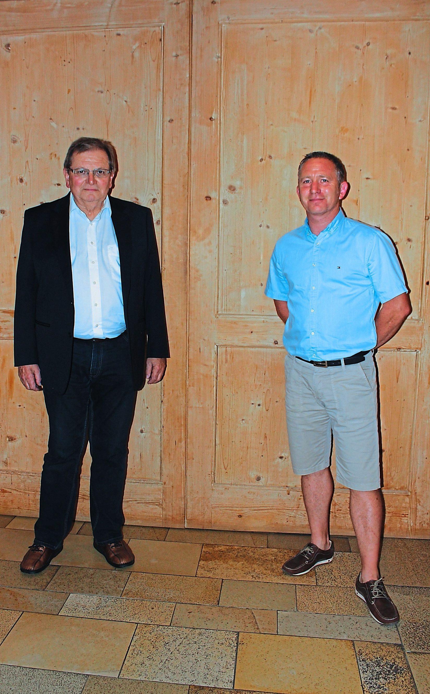 Edgar Haderer (links) war 43 Jahre lang in der Maler- und Lackiererinnung Eichstätt aktiv – jetzt hat er altersbedingt aufgehört. Sein Nachfolger ist Roland Stössl aus Preith. Foto: Manfred Höreth
