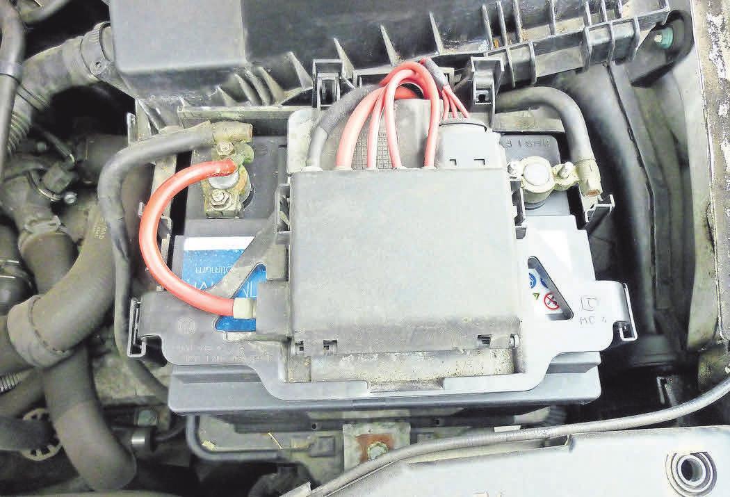 Eine Batterie muss regelmäßig auf ihren Ladezustand überprüft werden, um zu gewährleisten, dass sie auch im Winter problemlos funktioniert. Foto: Dahm