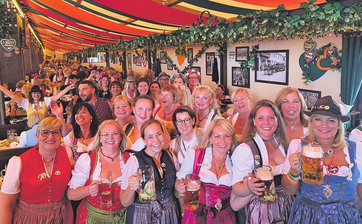 O'zapft is: Die Kölnerinnen ließen es sich auf der Wiesn richtig gut gehen Foto: CC privat