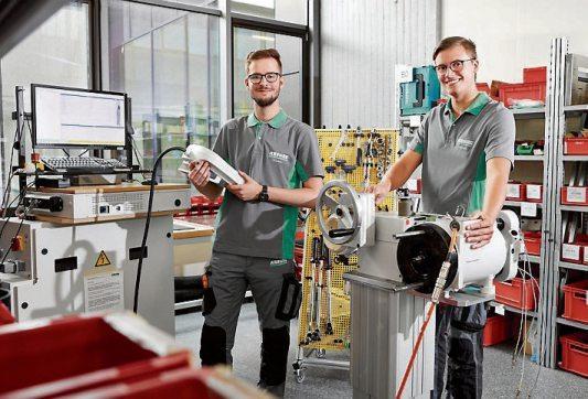 Studierte Mechatroniker sind vielseitig in den Entwicklungsabteilungen einsetzbar – von Software- und Hardware-Entwicklung bis zur mechanischen Entwicklung. Bild: Arburg
