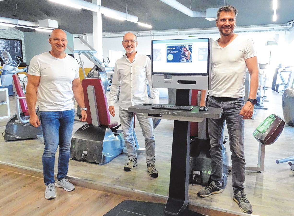 """Bei """"In Shape"""" wollen Michael Schetter (links) und Nico Scheller (rechts) im Sinne von Edmund Weizmann (Mitte) neben allgemeiner Fitness auch Physiotherapie und Reha-Angebote auf einem hohen Qualitätsniveau anbieten."""