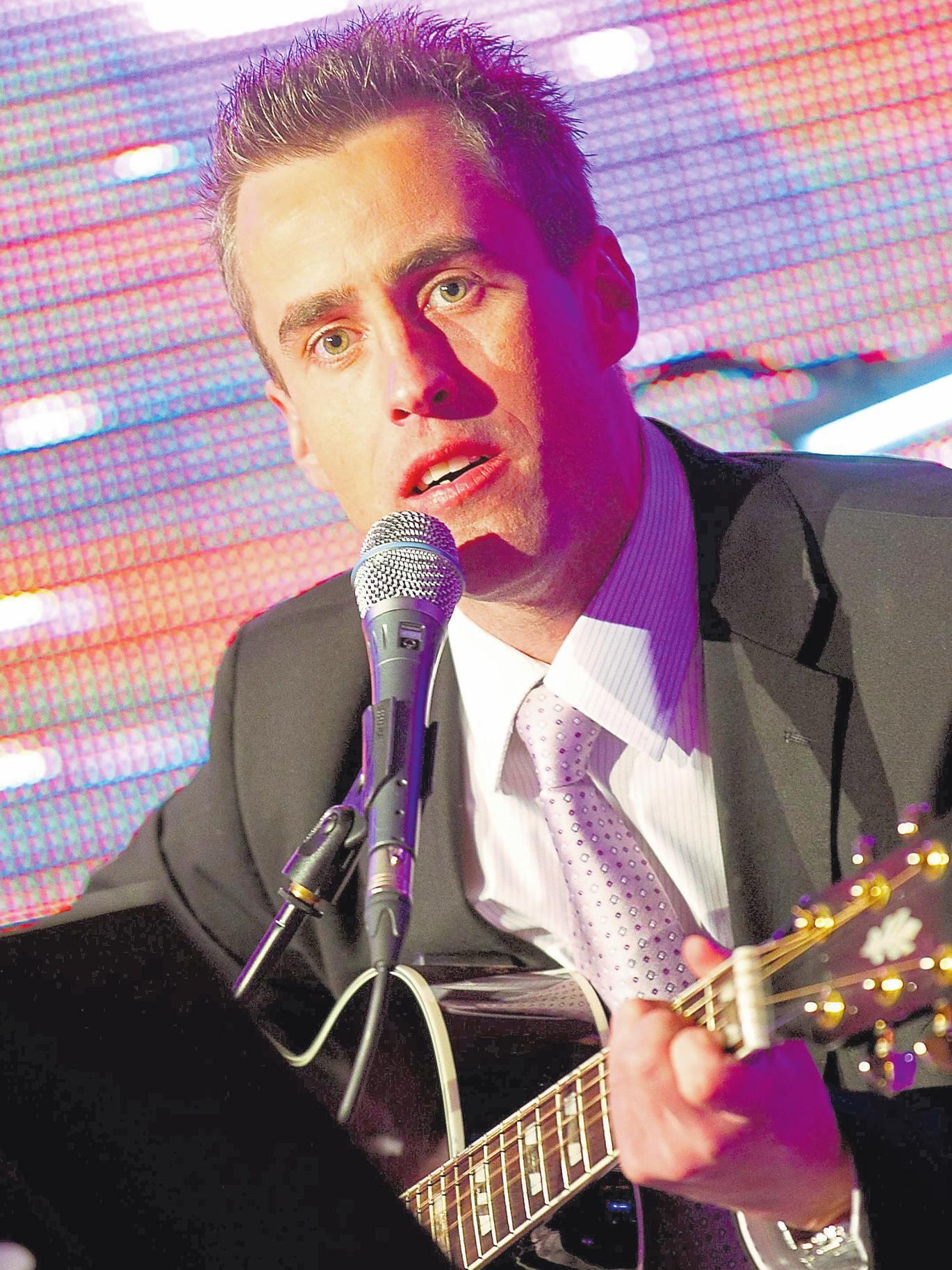 Francois Meisch singt auf dem Marktplatz. Foto: privat