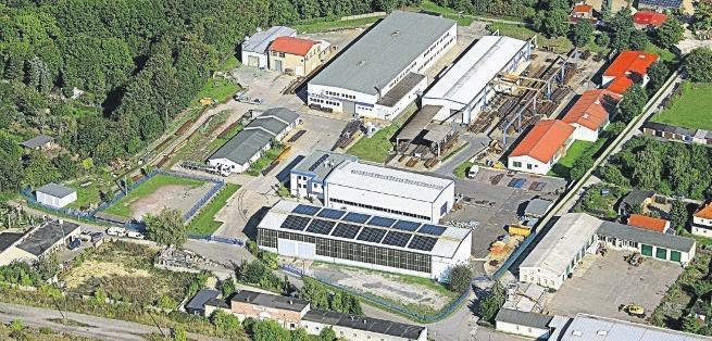 Die MuR-Stahlbau GmbH mit Sitz im Naumburger Dechantengrund 1 hat sich in den letzten Jahren zu einem der Marktführer im Stahlmastenbau entwickelt und ist sogenannter Q1-Lieferant der Deutschen Bahn. Derzeit sind 85Mitarbeiter im Unternehmen beschäftigt. FOTO: MUR STAHLBAU