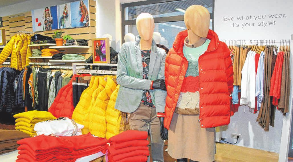 Orange- und Gelbtöne prägen die Herbstmode für Damen im Fachgeschäft Mode-City. FOTOS: STEPHAN AUGAT