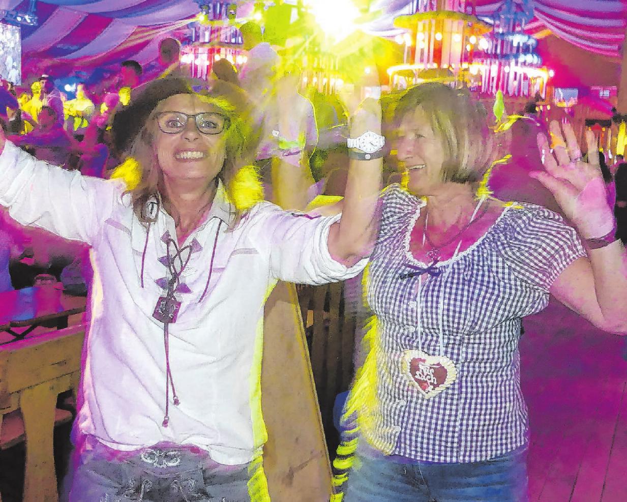 Ob in Lederhosen oder im Dirndl: Wer das Oktoberfest des TSV Stetten in Tracht besucht, bekommt einen Begrüßungsschnaps gratis. Archivfotos