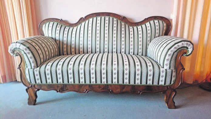 """""""Fast wie neu"""": Dieses Sofa hat Schadi Aldabbour im Auftrag eines Kunden aufgepolstert. FOTO: R"""