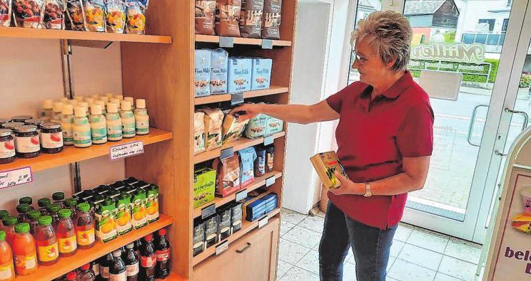 Marianne Frank (im Bild) steht den Kunden gemeinsam mit ihrer Schwester Gudrun Scheuer-Schmidt wie gewohnt zur Verfügung.