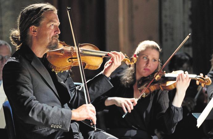 """Am 10. September leitete das Deutsche Symphonie-Orchester Berlin die """"Notturno""""-Jubiläumsspielzeit im Neuen Museum ein. FOTOS: KAI BIENERT / MUTESOUVENIR (2)"""