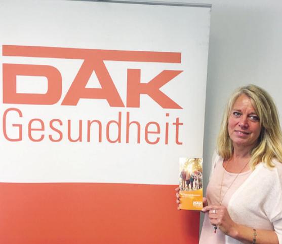 Claudia Janthor von der DAK-Gesundheit in Elmshorn wirbt für das wichtige Thema Organspende. Jedes Jahr sterben etwa 1000 Menschen, weil kein Spenderorgan für sie zur Verfügung steht Foto: DAK
