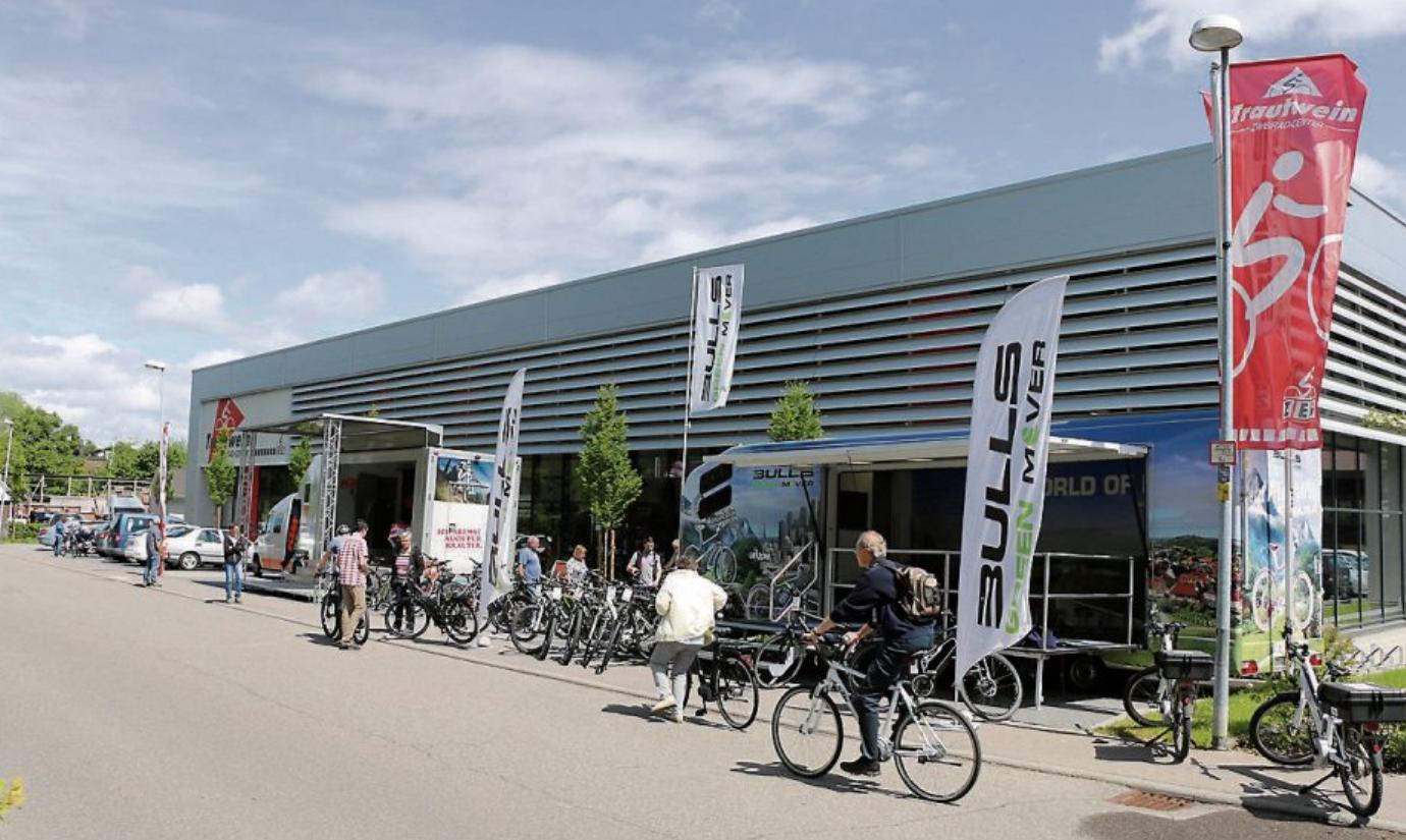 Fahrradfahren zählt derzeit zu den beliebtesten Freizeitvergnügen. Die bunte Welt des Radfahrens mit seiner ganzen Modellvielfalt, mit kompetenter Fachberatung und versiertem Service erleben die Kunden im Trautwein Zweirad-Center unter dem Holz 21 in Tübingen-Derendingen.