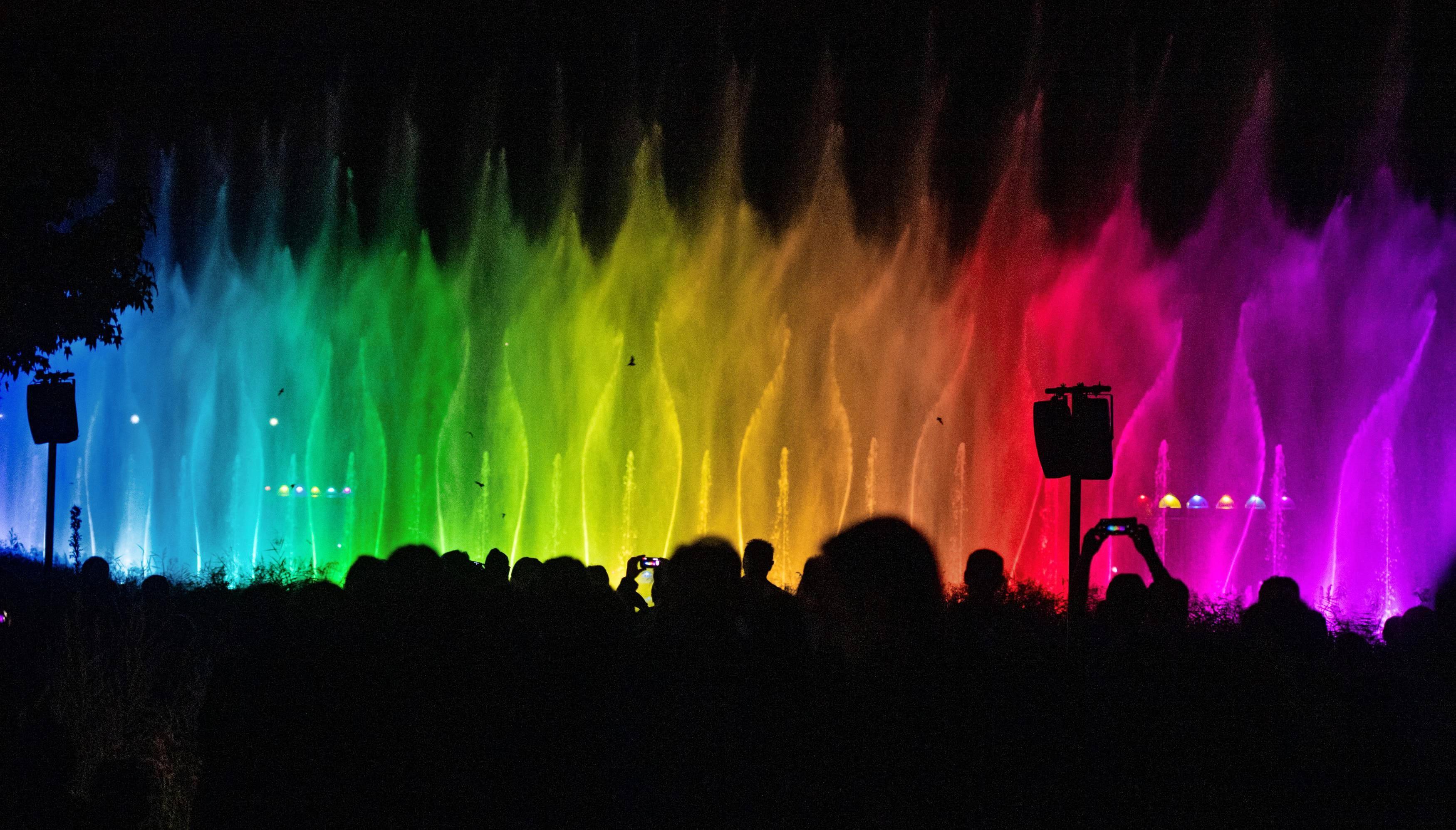 Die Wasserspiele sind das Highlight der Buga und haben Tausende Zuschauer an den Karlssee geholt. Bei der langen Nacht der Wassershows am 14. September wird eine Buga erstmals wegen Überfüllung geschlossen.