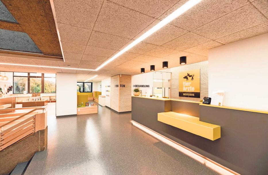 Ein besonderer Baustein bei der Konzeption der Praxis war die klare Form- und Materialsprache, die sich durch das gesamte Gebäude zieht.