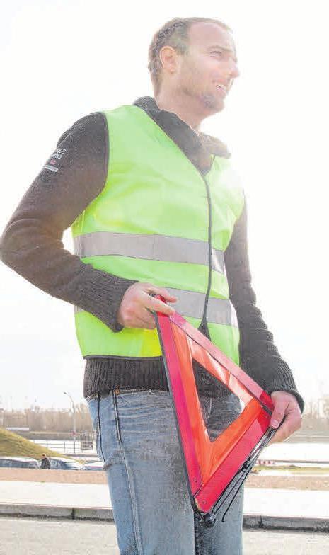 Beim Aufstellen sollte man unbedingt eine Warnweste tragen. Foto: Christin Klose