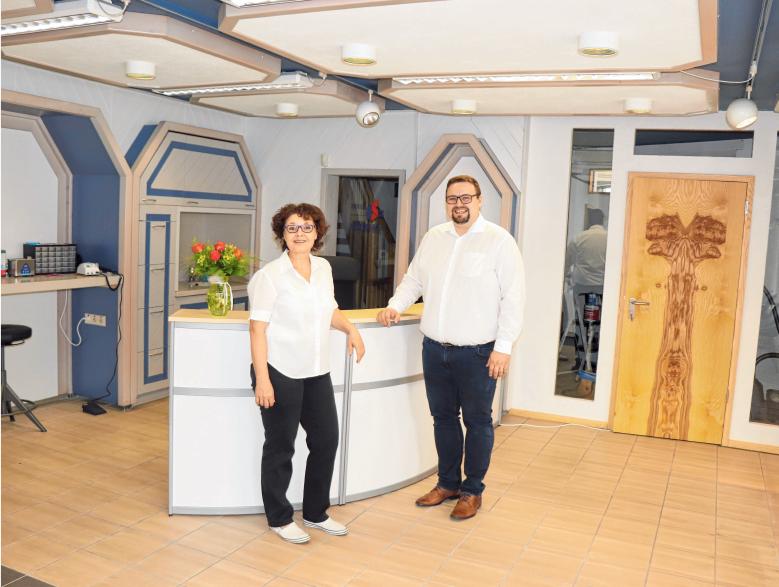 Jonas und Claudia Pabst laden zur Neueröffnung von HÖR Pabst am 17. August ab 9 Uhr ein.