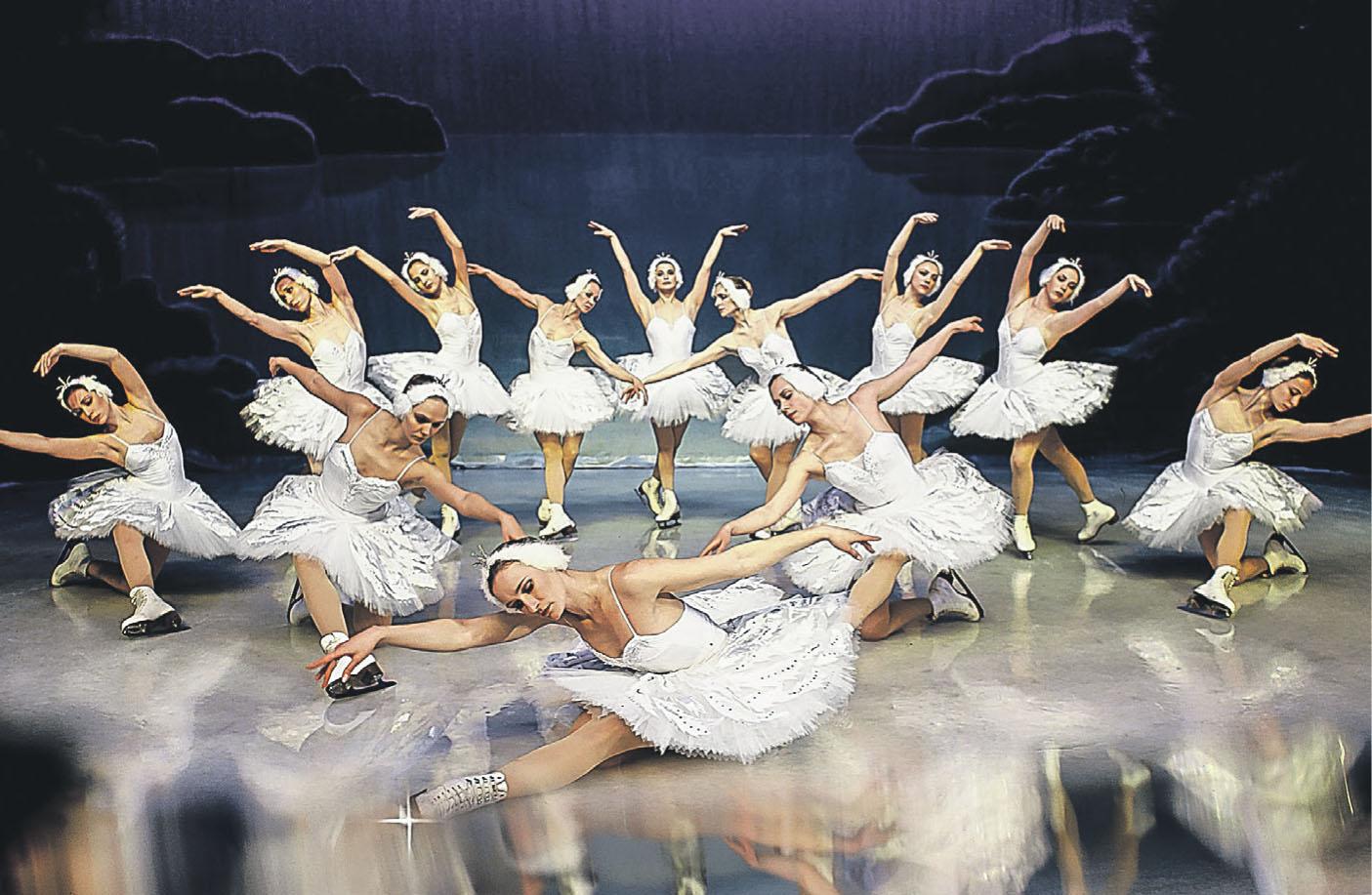 """Besucher von """"Schwanensee on Ice"""" erleben einen einmaligen Mix aus sportlichem Eiskunstlauf und russischem Ballett"""