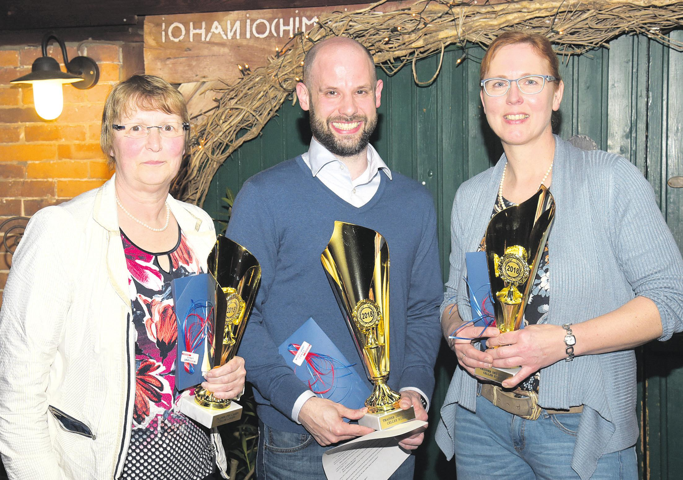 """Die ersten drei Plätze bei der Wahl zum """"Trainer des Jahres 2018"""": Irmgard Lehmann (von links), Björn Lippa und Anja Dageförde-Buhl. Foto: Theel"""
