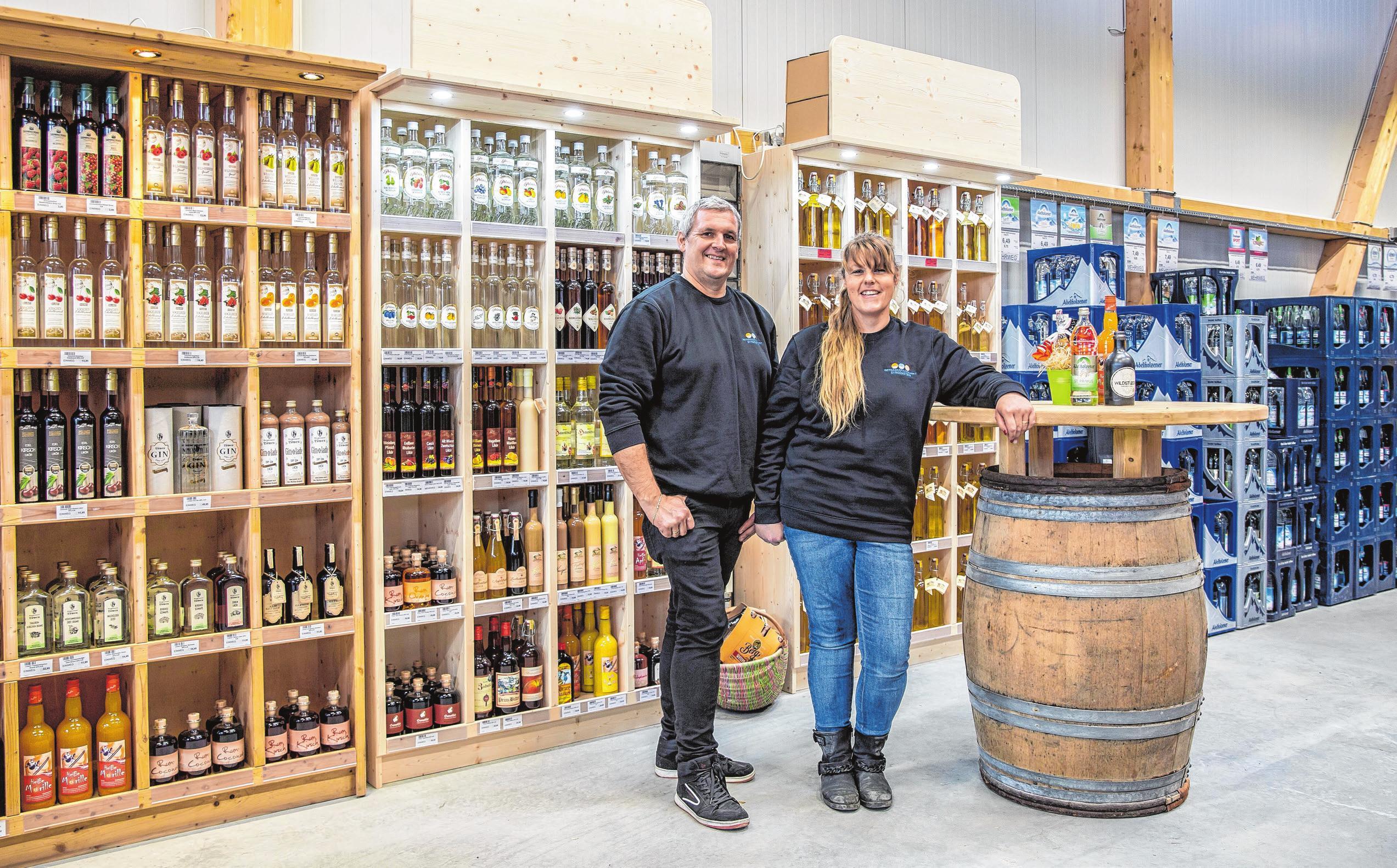 Geschäftsführer Ralf Sudar mit Ehefrau Stefanie in den neuen Verkaufsräumen. Fotos: Lukasz Burchardt