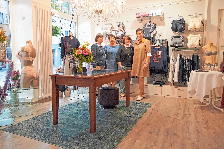 Monika Brunner, Heidemaria Heni, Eveline Gebhardt und Geschäftsführerin Doreen Gebhardt (v.l.) freuen sich über das neue Geschäft. FOTO: GEHRKE